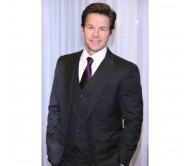 Broken City Berlin Photo Call Mark Wahlberg Suit